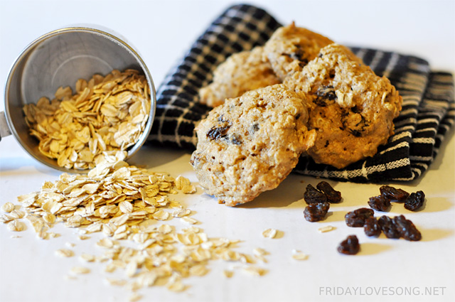 Healthified Oatmeal Raisin Cookies - fridaylovesong.net