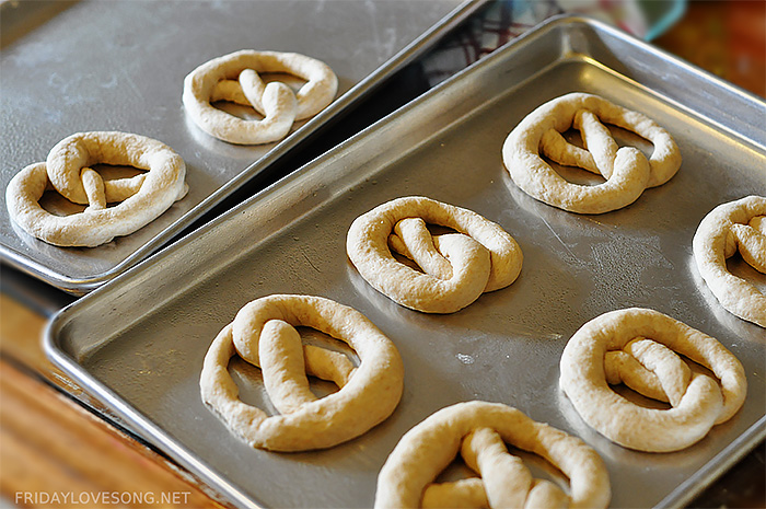 How To Homemade Yeast Pretzels | fridaylovesong.net